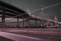 Bhumibol吊桥夜风景在曼谷市 库存照片