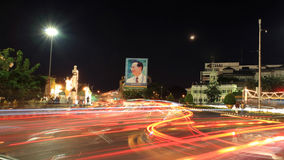 bhumibol国王的照片Ratchadamnoen路的 免版税库存照片