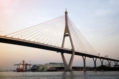 Bhumibol桥梁也叫Industrial Ring桥梁 免版税库存照片