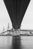 Bhumibol桥梁在泰国,桥梁横渡晁Phraya R 库存照片