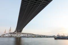 Bhumibol桥梁在泰国,桥梁横渡晁Phraya R 库存图片
