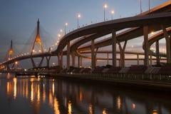 Bhumibol桥梁的暮色风景看法 库存图片