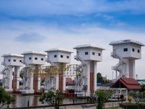 Bhumibol河上的桥/水门拉特pho 免版税库存照片