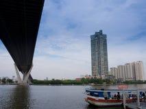 Bhumibol河上的桥 免版税库存照片