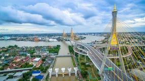 Bhumibol-Brücke in Samut Prakan, Thailand Lizenzfreie Stockfotografie