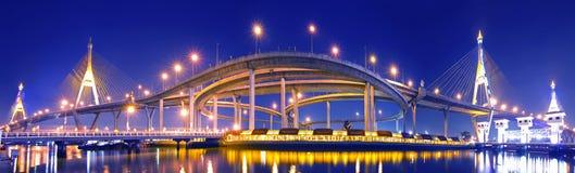 Bhumibol Brücke in Thailand lizenzfreie stockfotos