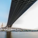 Bhumibol-Brücke in Thailand, die Brücke kreuzt das Chao Phraya R Lizenzfreie Stockfotos