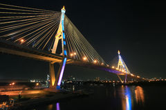 Bhumibol Brückenarchitektur, die Chao Phraya acrossing ist Lizenzfreies Stockbild