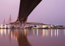 Bhumibol bro, den industriella cirkelbron Royaltyfri Bild