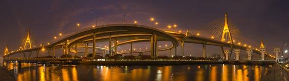 Bhumiphol bro Arkivfoto