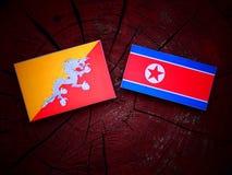 Bhutan flaga z koreańczyk z korei północnej flaga na drzewnym fiszorku Zdjęcia Royalty Free