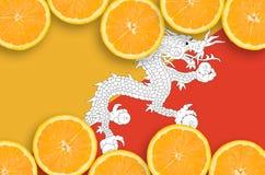 Bhutan flagga i citrusfruktskivahorisontalram royaltyfri bild