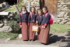 Bhutanesiska studenter, Chhume by, Bhutan Arkivbilder