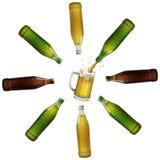 Bière étant versée dans une tasse illustration libre de droits