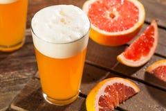 Bière aigre de métier de pamplemousse photos stock