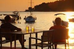 Bière au coucher du soleil Images stock