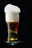 Bière avec la mousse Photographie stock