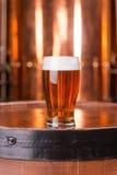 Bière blonde allemande brassée fraîche images libres de droits