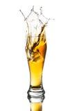Bière d'éclaboussure en verre Images libres de droits