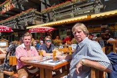 Bière d'été sur une terrasse Image libre de droits
