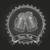 Bière dans le magnétique Dessin de craie Images stock