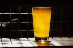 Bière de métier dans la barre photographie stock