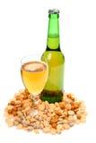 Bière et casse-croûte Photographie stock libre de droits