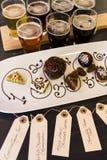 Bière et chocolats Photos stock