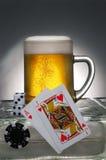 Bière et jeu Images libres de droits