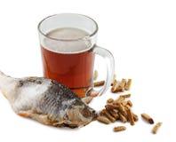 Bière et poissons Images stock