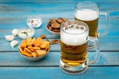 Bière et poissons Photos libres de droits