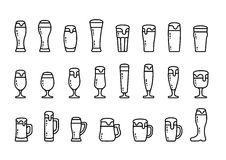 Bière figée d'icône avec la mousse en tasses et verres de bière Photos libres de droits
