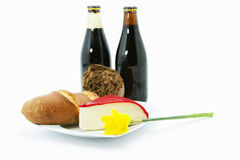Bière foncée, pain, et déjeuner de fromage Photo libre de droits
