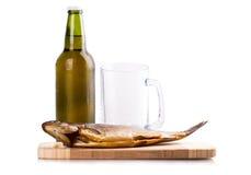 Bière fumée de bouteille en verre de poissons Photos libres de droits
