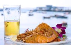 Bière, langoustine et mer Images stock