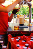 Bière pleuvante à torrents de prise photos libres de droits
