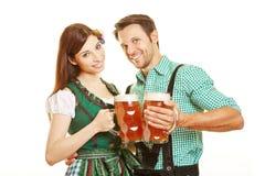 Bière potable d'homme et de femme Images libres de droits