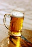 Bière, réflexion et ombre Images stock