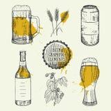 Bière réglée avec la tasse, bouteille, boîte, éléments de blé Illustration de vecteur Photos libres de droits