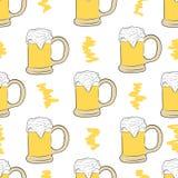 Bière sans couture avec la mousse Photos libres de droits