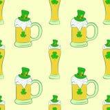 Bière sans couture dans les verres et des tasses Photographie stock