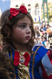 Bière-Sheva, ISRAËL - 5 mars 2015 : Fille habillée en tant que bande dessinée blanche de Disney de neige avec un arc rouge Photos stock