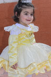 Bière-Sheva, ISRAËL - 5 mars 2015 : La fille dans la robe de jaune pâle avec la couronne Photo stock