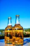Bière sur le fond du ciel Images stock