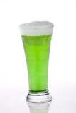 Bière verte pour le jour de rue Patrick Image stock