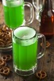 Bière verte pour le jour de St Patrick Image libre de droits