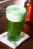 Bière verte teinte pour le jour de St Patricks Photos libres de droits