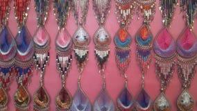 Biżuteria selled w Ładnym ulicznym handlarzem obraz stock