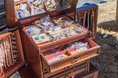 Biżuteria sprzedaje sprzedawcą ulicznym Zdjęcia Stock