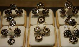 Biżuteria w sklepu okno Zdjęcia Royalty Free